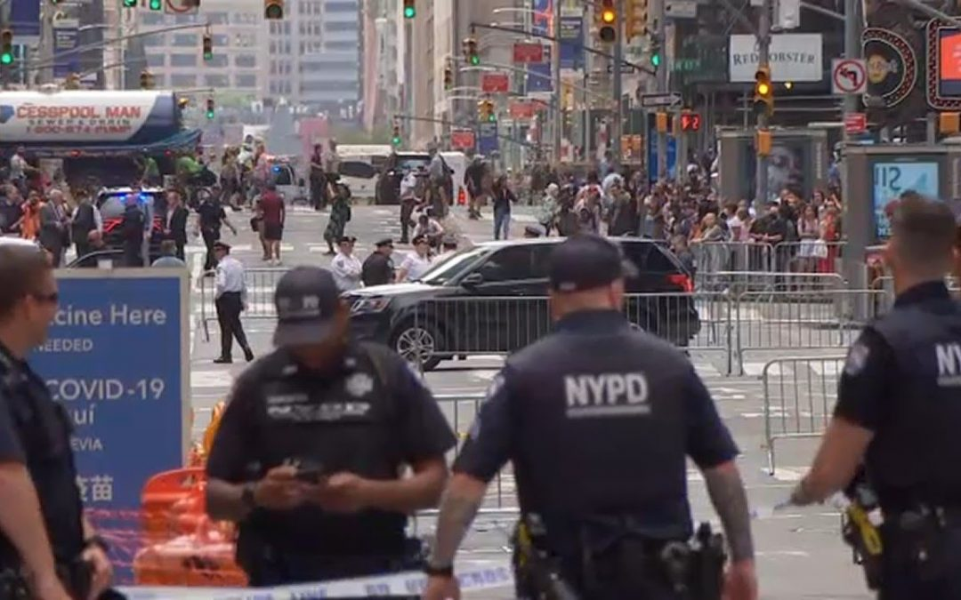 Suspicious package cleared near TKTS in Times Square