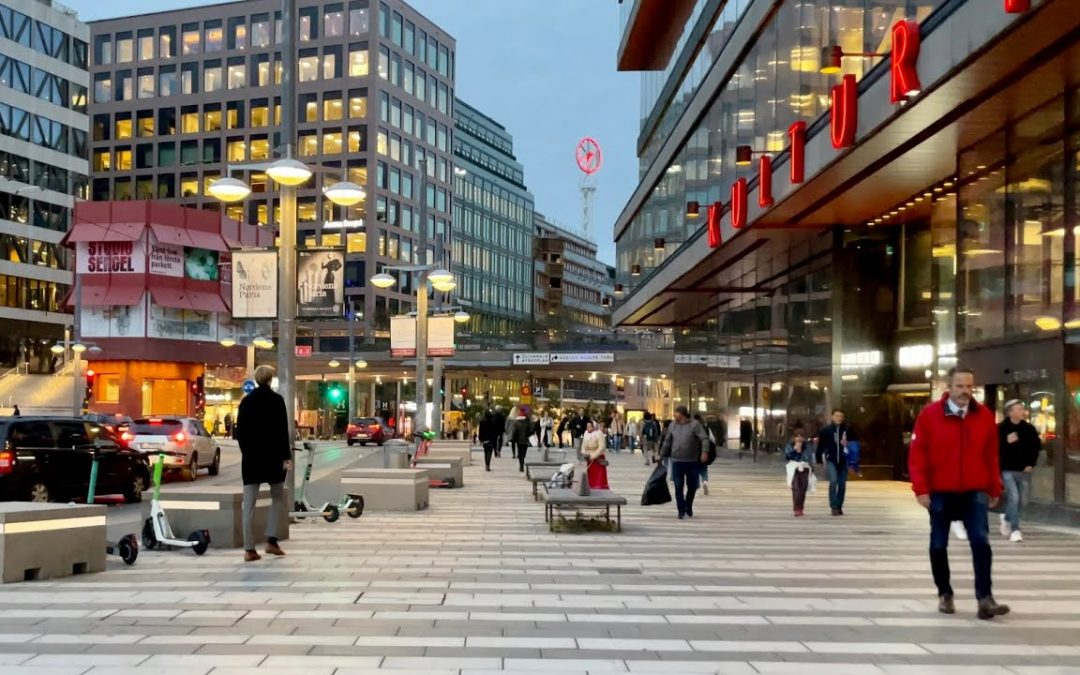 Stockholm Walks: city center to the posh streets. House of culture – Östermalm. Street life & sounds